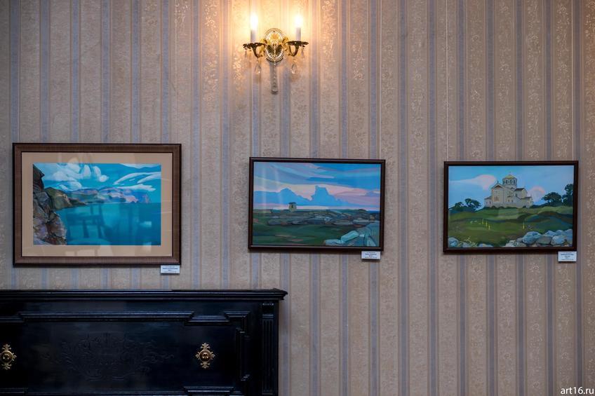 Фото №895466. Фрагмент экспозиции выставки «Крым. Гуашь»