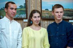 Светлана Медведева (в центре)