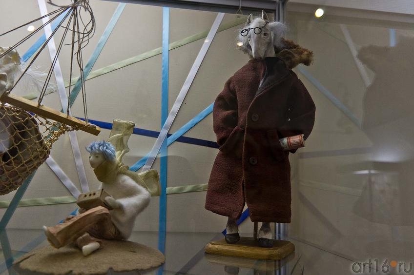 Фото №89601. Конь в пальто (на переднем плане). Куклы Марины Юсуповой