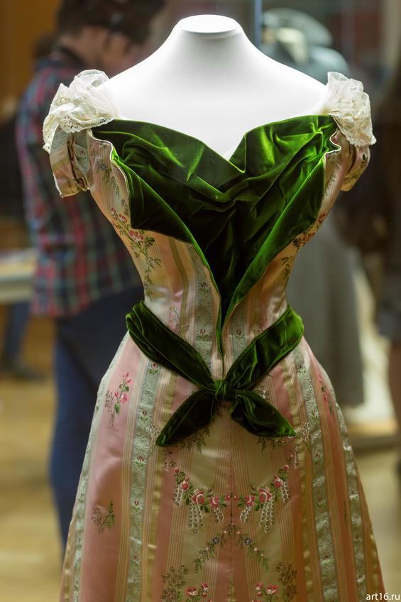 Фото №897343. Платье бальное (фрагмент)