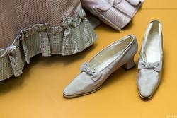 Туфли из бледно-розового муара