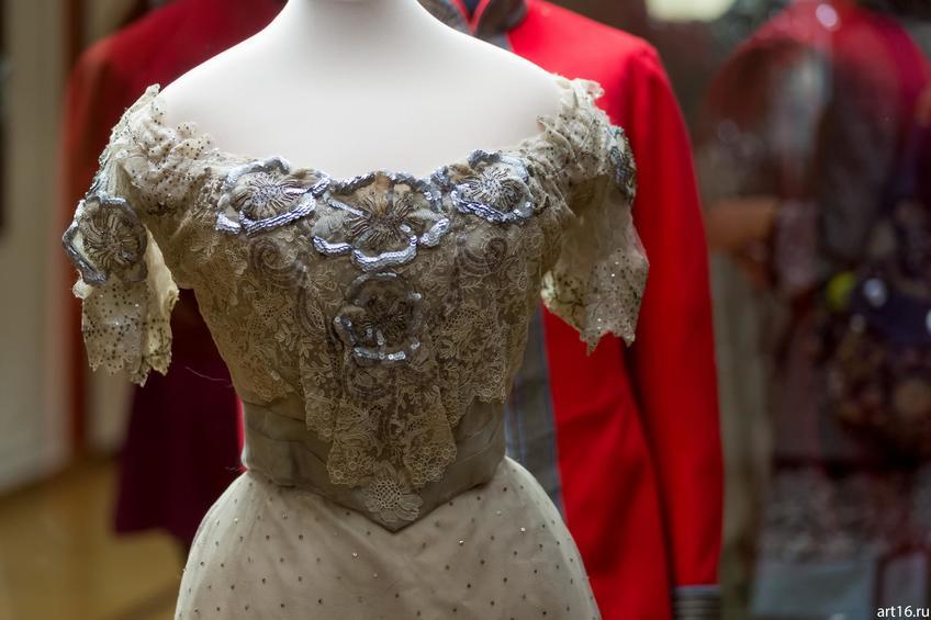 Фото №897375. Платье бальное (фрагмент)