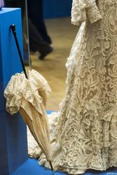 Зонт из кремового крепдышина /платье послеобеденное