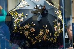 Зонт с аппликацией из раскрашенного бархата