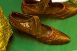 Туфли из атласа цвета меди