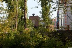 Атрибутика соцреализма на промышленном здании, ул. Даурская, Казань