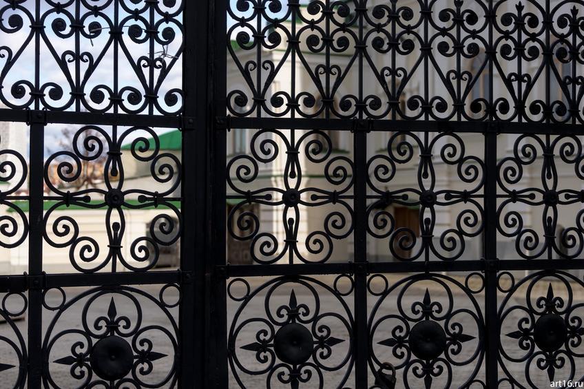 Ажурная решетка на воротах мечети Аль-Марджани::Казань, осень, природа