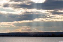 Озаряемый солнцем правый берег Волги