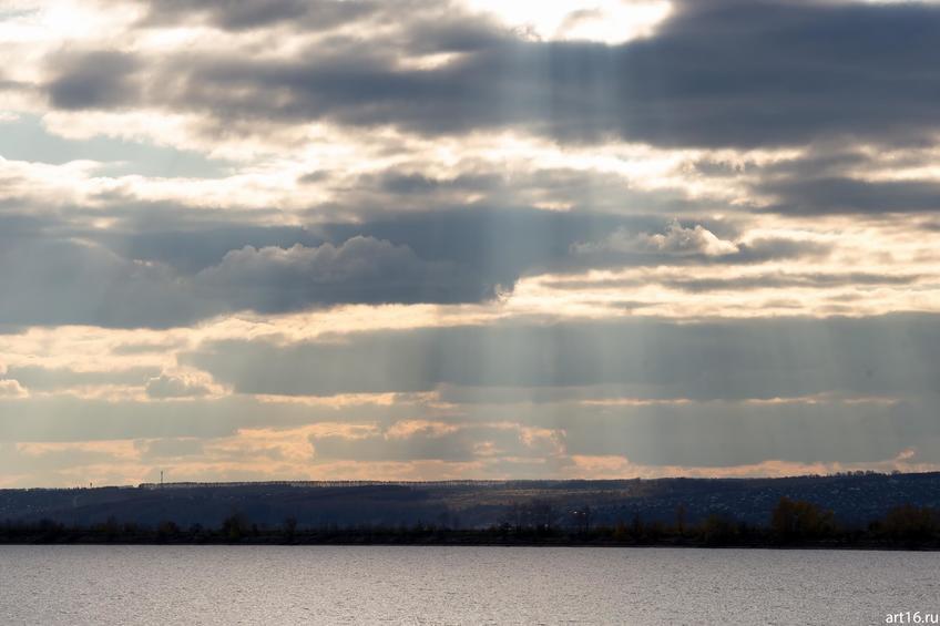 Озаряемый солнцем правый берег Волги::Казань, осень, природа