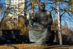 Скульптура Баки Идрисовича Урманче, октябрь 2016