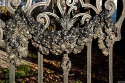 Ажурные казанские решетки. Ограда  территории дома СП РТ, Муштари, 14