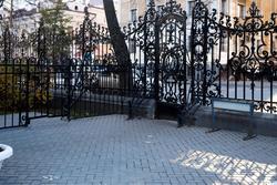 Ажурные решетки Казани. Забор возле дома СП РТ, Казань, октябрь 2016
