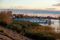 Заход солнца на Волге. Казань, ж/д. вокзал, октябрь 2016. Вид на Речной порт