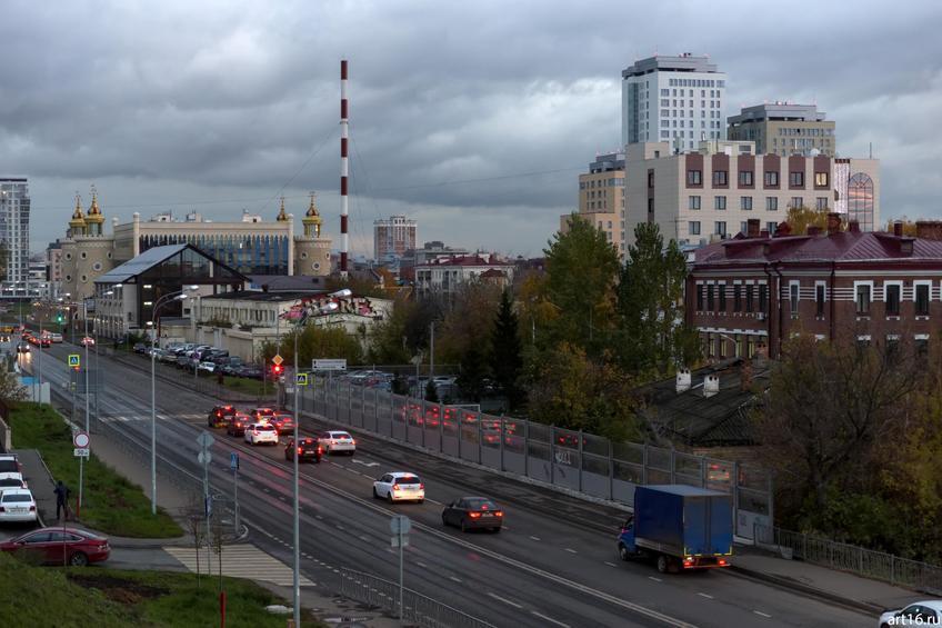 Вид  с горы (ул. Ульянова) на   улицу Тихомирнова::Казань, закат, сумерки, ночь