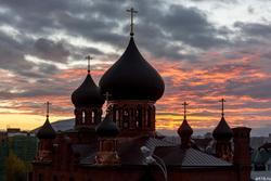 Закат. Покро́вский кафедра́льный собо́р — главная церковь Казанско-Вятской епархии Русской Православной Старообрядческой Церкви