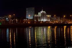 Вид с оз. Кабан на ул. Марселя Салимжанова, ночь, Казань