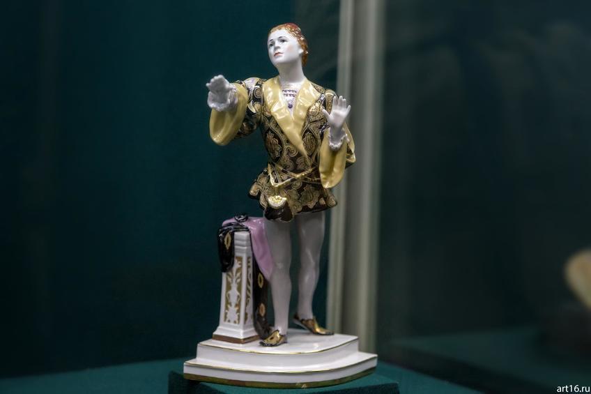 Фото №900742. Скульптура «Артист Л. Собинов в роли Ромео в опере Ш. Гуно «Ромео и Джульетта». 1951 по модели 1910 года
