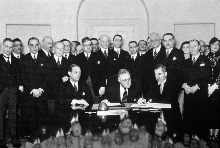 Фото №901117. 15 апреля 1935 года. В центре за столом Президент США Ф.Рузвельт