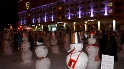 Армия снеговиков  на площади перед гостиницей Урал. Пермь. Январь 2012