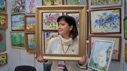 Елена Сунгатова в  выставочном пространстве