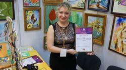 Светлана Сафиуллина с дипломом участника выставки