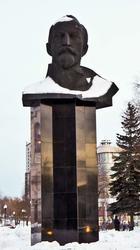 Бюст Ф.Э. Дзержинского (1967). Скульптор - Уральский А.А. Пермь, январь 2012