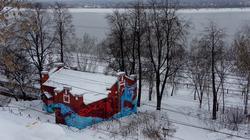 Дом, украшенный граффити на берегу Камы. Пермь, январь 2012