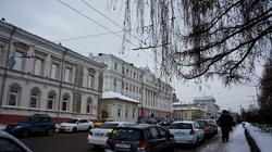 Слева: Дом купца Попова, ул. 25 лет Октября, 1. Пермь, январь 2012