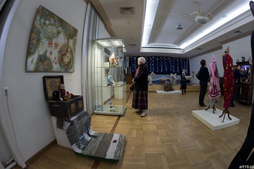 Фото №915024. Фрагмент экспозиции выставки «Новогодние истории нереальных героев»