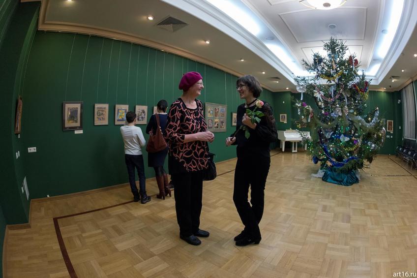 Марина Ахметова (справа)::Новогодние истории нереальных героев. Кукольные сезоны