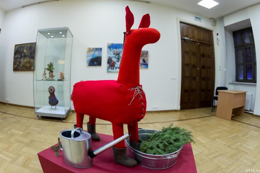 Фото №915534. Елена Ермолина. 1969, Милана Королёва. 1966. Купание красного коня. 2016 Войлок