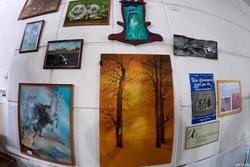 Фрагмент экспозиции выставки А.Бусыгина «Царь художников и все, все, все»