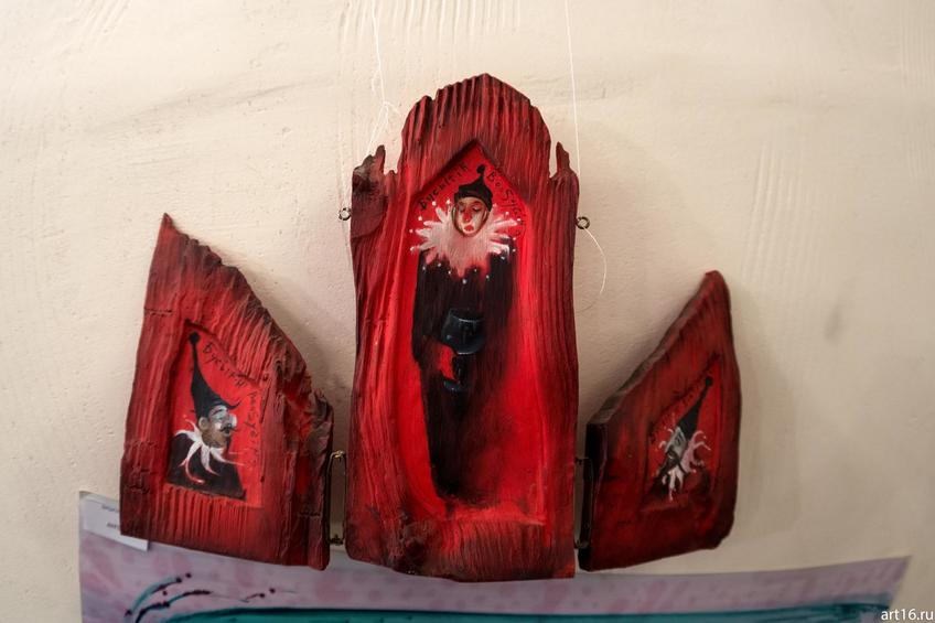 Работа по дереву из серии «Клоун». А.Бусыгин::Царь художников и все, все, все