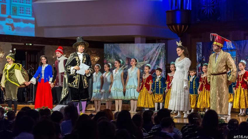 ::Новогоднее представление «Рождественские сны Оле-Лукойе»
