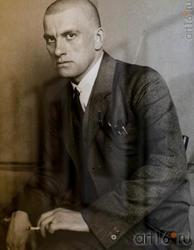 Александр Родченко. Поэт Владимир Маяковский. 1924