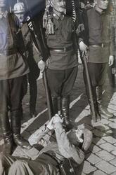 Александр Родченко Фоторепортер Борис Игнатович на съемке пожарных на Красной площади. Москва, 1931