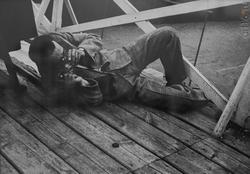 Александр Родченко. Фоторепортер Георгий Петрусов на водном стадионе «Динамо» Москва, 1929