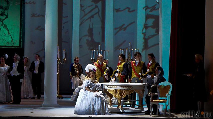 Картина шестая. В богатом особняке собралась петербургская знать::Опера П.И.Чайковского «Евгений Онегин»
