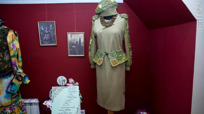 Женский комплект (платье, берет). Л.Х.Алимбек-Тагирова::Ветер перемен в татарской национальной одежде