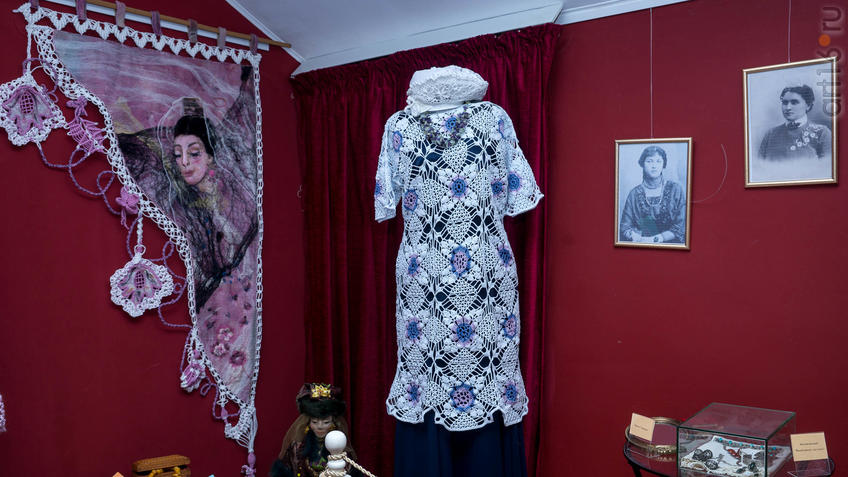 Гобелен «Тартария», женский комплект (платье, берет). Л.Х.Алимбек-Тагирова::Ветер перемен в татарской национальной одежде