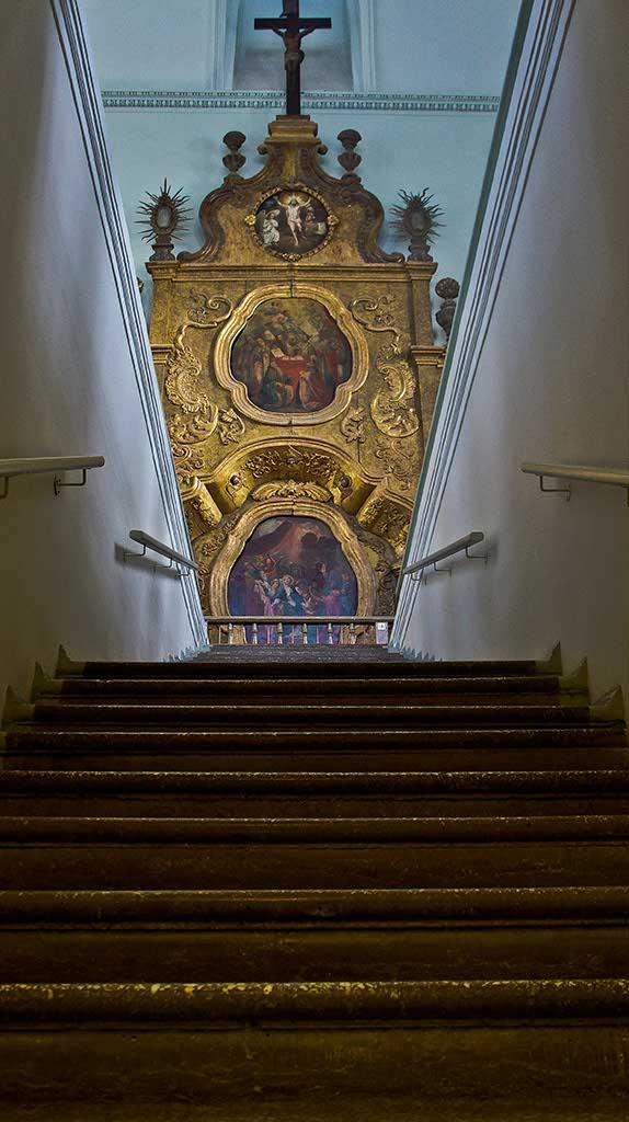 Фото №92649. Лестница, ведущая на третий этаж Пермской художественной галереи
