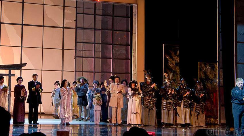 Фото №92827. Финал под несмолкающие овации. Опера ''Мадам Баттерфляй'', 2012, Казань