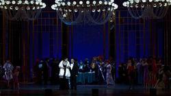 Действие второе, сцена вторая. Появляется Виолетта в сопровождении барона Дюфаля