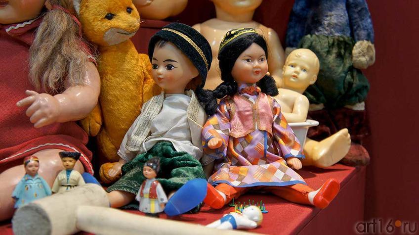 Фото №92920. Куклы в костюмах народов СССР, 1950-1960-е гг., пластмасса