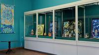 Фрагмент экспозиции ''Декоративное искусство'' на выставке соискателей на присуждение премии им.Б.Урманче