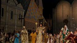 Пролог. Картина 2. Борис велит созвать народ на пир — «всех, от бояр до нищего слепца». Славление сливается с колокольным звоном