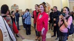 Анастасия Бузунеева на выставке Елены Титовой ''Она''