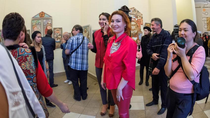 Анастасия Бузунеева на выставке Елены Титовой ʺОнаʺ::Елена Титова. Живопись. Выставка ''Она''