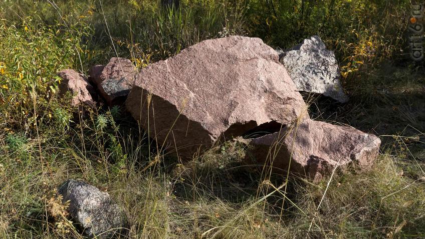 Фрагмент геолого-палеонтологической экспозиции МЗ ʺДивногорьеʺ - Гранит::Дивногорье. 2017 сентябрь