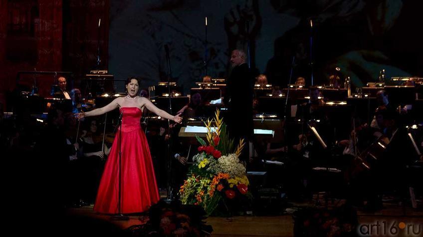 Юлия Неженцева, ДМТ ʺЗазеркальеʺ, СПб::Гала-концерт 2012